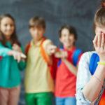 Травля в детском коллективе: что делать родителям?