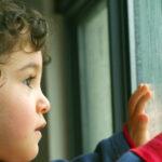 С какими трудностями сталкивается ребенок при переезде и как ему помочь?