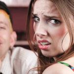 Как вести себя с человеком вызывающим неприязнь?