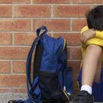 Ребенка отвергают в школе сверстники: что делать?